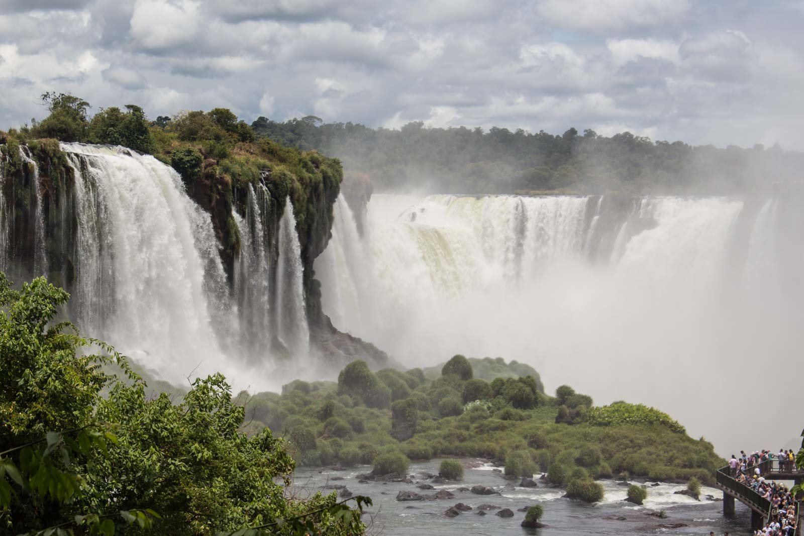 Best place to see Iguazu Falls, Argentina or Brazil