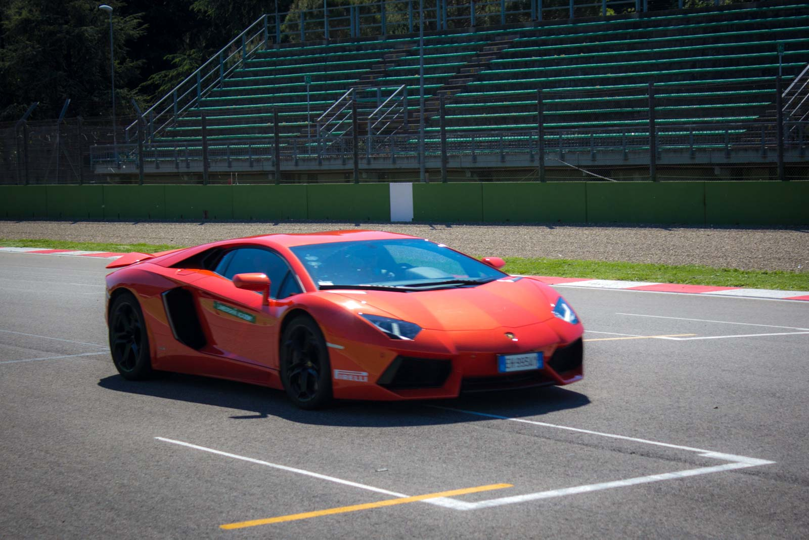 lamborghini driving tips, max venturi, imola racetrack, how to drive fast and safe, braking, corners
