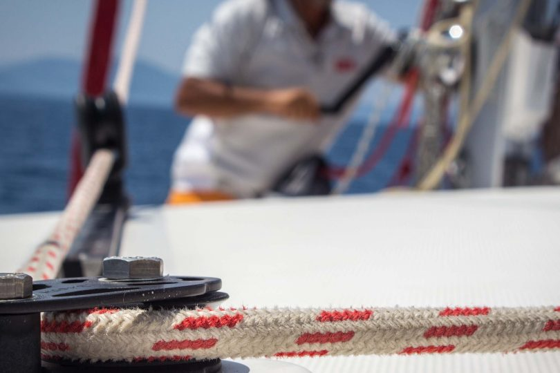 How to sail without lifting a finger