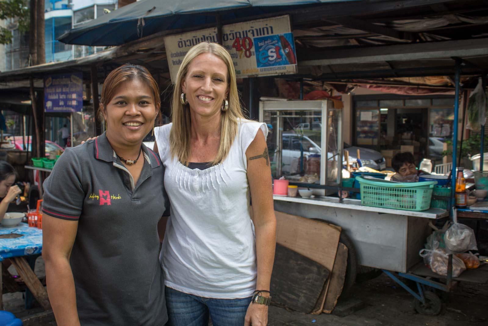 klong toey, bangkok, slum, helping hands, munjai cafe, cooking with poo