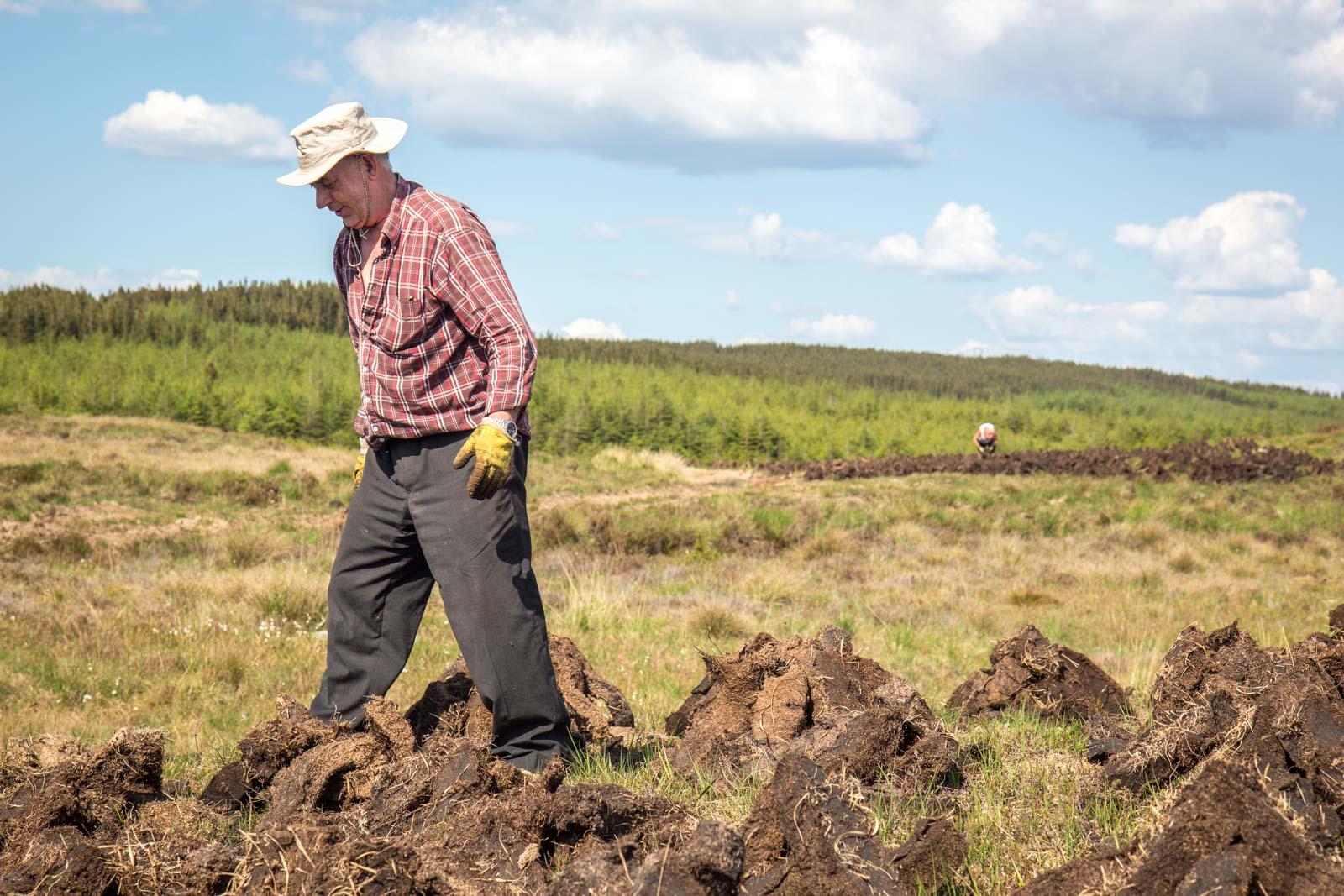 irish turf farming, peat bogs, ireland, turf peat
