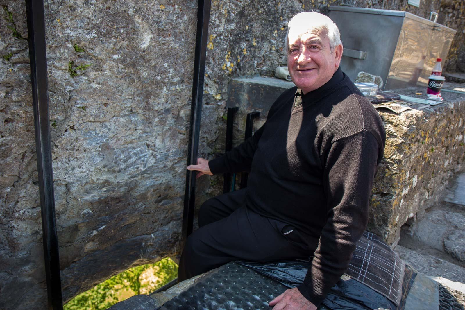 kissing blarney stone, blarney castle, ireland