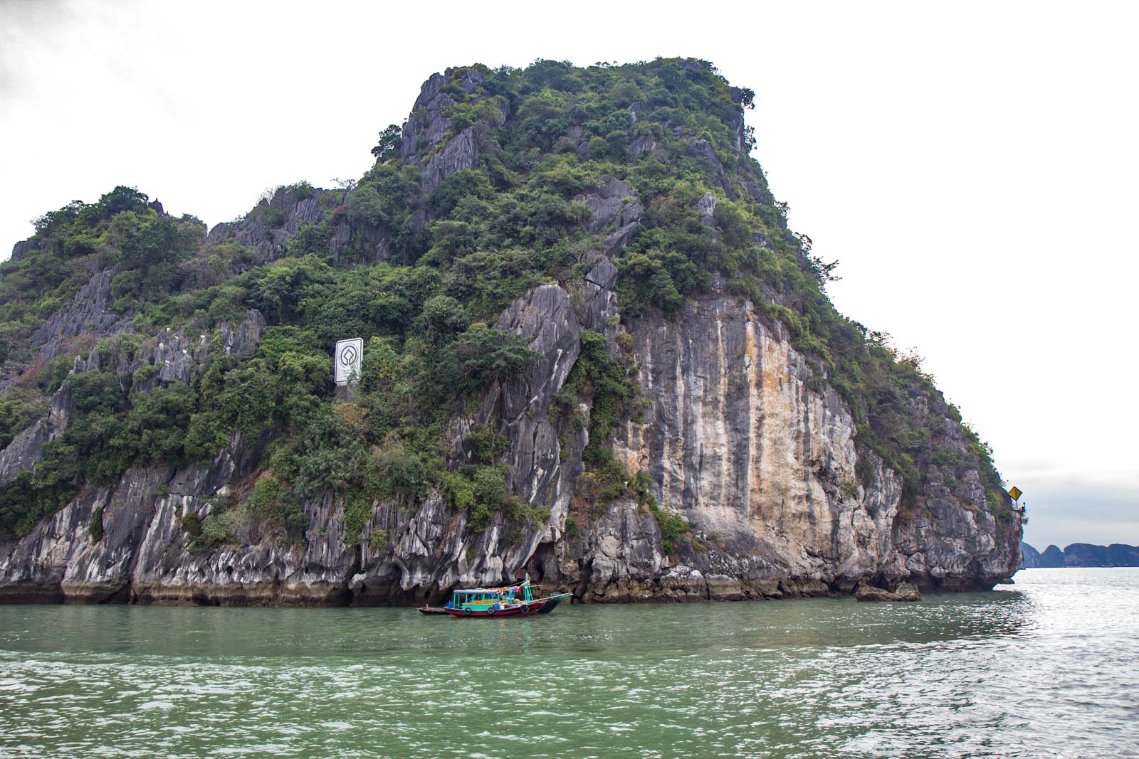 Choosing a Ha Long Bay tour, Vietnam