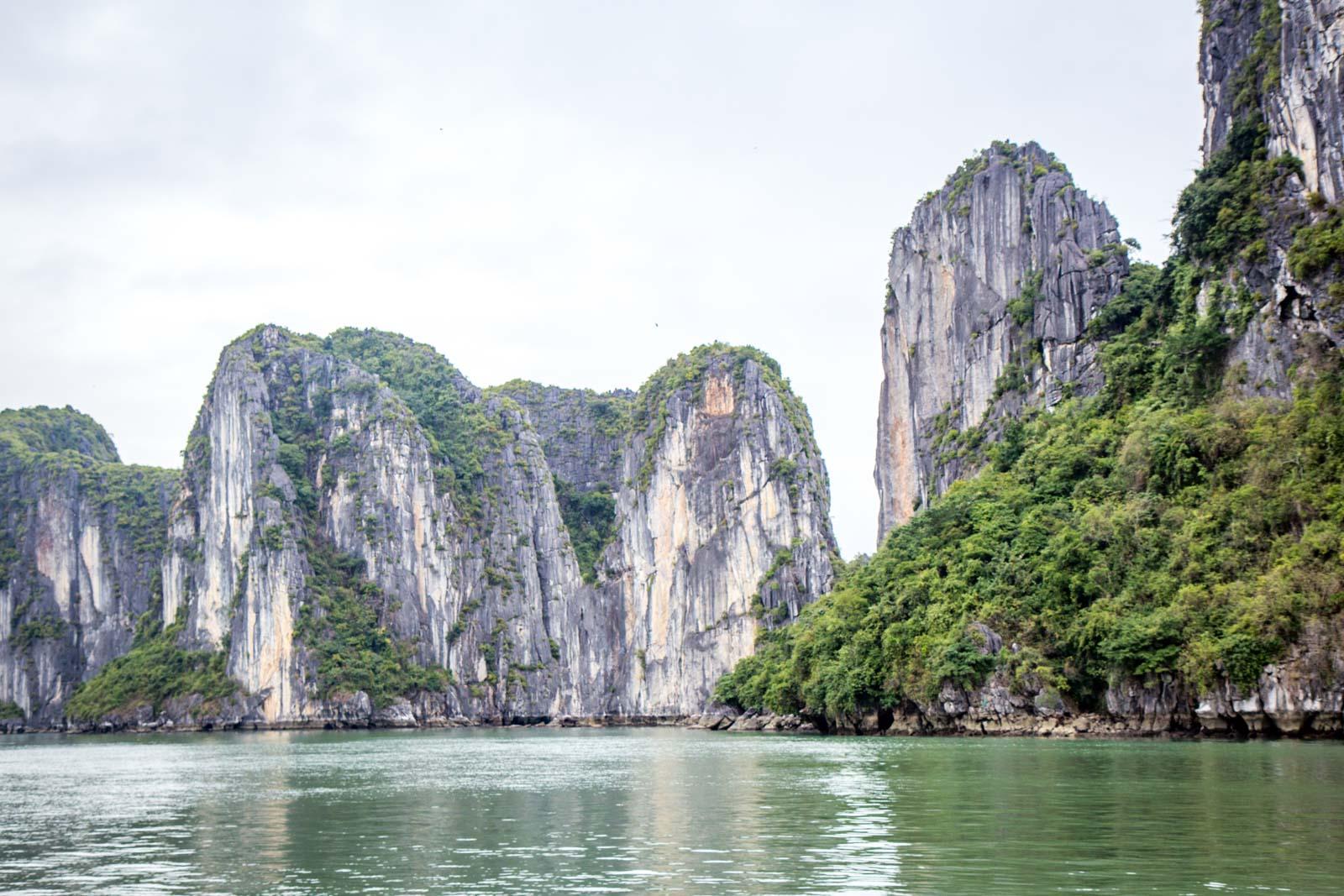 Choosing a Ha Long Bay tour, Vietnam