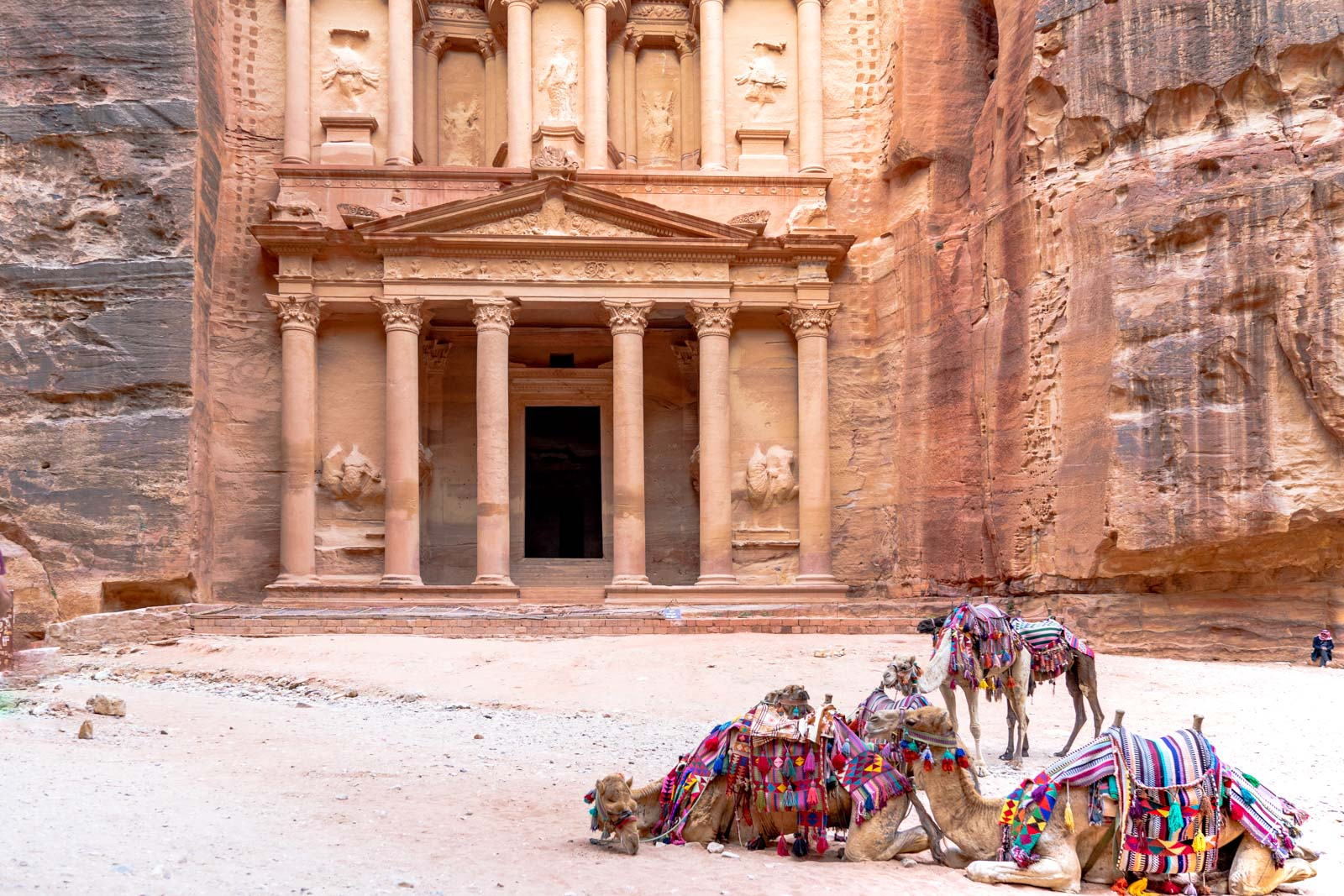 how to visit petra jordan